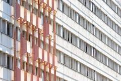 Byggnad i Petržalka, Bratislava, Slovakien Royaltyfri Foto
