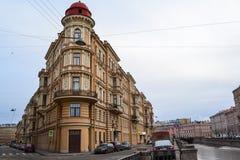 Byggnad i St Petersburg Royaltyfria Foton