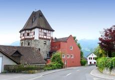 Byggnad i Vaduz, Liechtenstein Royaltyfria Bilder