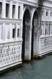 Byggnad i vattnet i Venedig Royaltyfria Foton