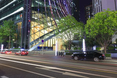 Byggnad Kk100 av den shenzhen staden på natten Royaltyfria Bilder