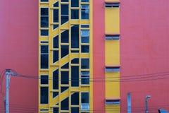 byggnad med elektrisk kabel arkivfoton