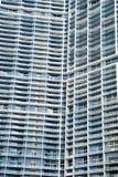 Byggnad med fönster på grå fasadbakgrund i Miami, USA Royaltyfria Foton