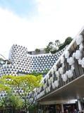 Byggnad med gjuter stjärnan som garnering Arkivfoton