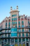 Byggnad med gröna fönster, Barcelona (Spanien) Fotografering för Bildbyråer