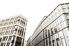 Byggnad med kontorsfönster Arkivbilder