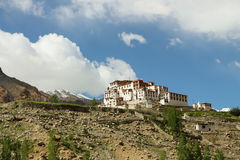 Byggnad på berget arkivbild