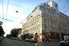 Byggnad på den Bolshaya Pecherskaya gatan Nizhny Novgorod Royaltyfria Foton