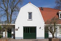 Byggnad på den judiska kyrkogården på Vreelandsewegen i Hilversum Royaltyfri Fotografi