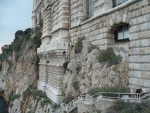 Byggnad på en klippa Arkivfoton