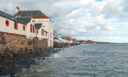 Byggnad på en kust Arkivbild
