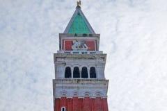 Byggnad på fyrkanten för St Marco i Venedig, Italien Arkivfoton