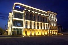 Byggnad på natten i Budapest Arkivfoton
