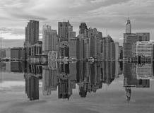 Byggnad på reflexion Arkivfoton