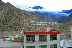 Byggnad på tibetan platå Fotografering för Bildbyråer