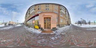 Byggnad på vintern med snö och blå himmel sfärisk panorama 3D med 360 grad visningvinkel Ordna till för virtuell verklighet i vr  royaltyfri fotografi
