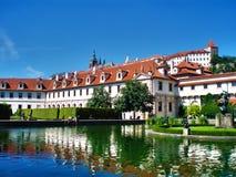 Byggnad Praha Arkivfoton