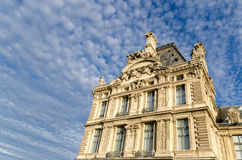 Byggnad som lokaliseras i Paris Royaltyfria Bilder