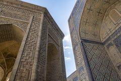 Byggnad specificerar Moskén Kalyan En av den äldsta och största moskén i centrala Asien Huvudsaklig domkyrkamoské av Bukhara royaltyfria foton