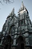 Byggnaden är i den gotiska stilen Royaltyfri Fotografi