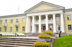 Byggnaden är i stilen av Stalin Royaltyfri Bild
