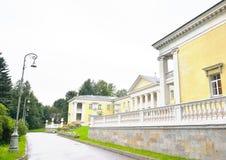 Byggnaden är i stilen av Stalin Royaltyfria Bilder