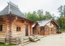 Byggnaden av de kyrkliga bänkarna på den nedgångGremyachiy tangenten Fotografering för Bildbyråer