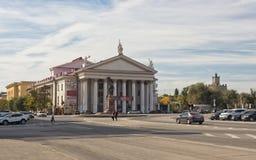 Byggnaden av den nya experimentella teatern på förgården arkivbilder