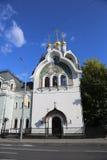 Byggnaden av den ryska ortodoxa kyrkan i Moskva Arkivbilder