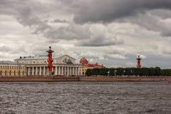 Byggnaden av den St Petersburg börsen Arkivfoton