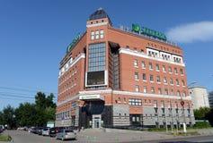 Byggnaden av det centrala kontoret av Sberbank av Ryssland i Barnaul Royaltyfria Bilder