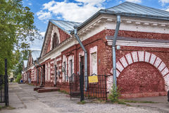 Byggnaden av det holländska matlagning-huset i Kronstadt, Ryssland arkivbild