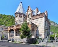 Byggnaden av det lokala museet i Borjomi, Georgia Royaltyfri Foto