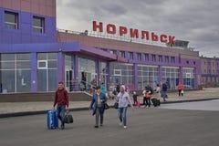 Byggnaden av flygplatsen i Norilsk Arkivfoto