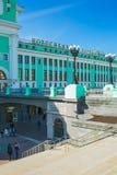 Byggnaden av järnvägsstationen Arkivfoton