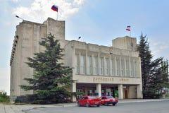 Byggnaden av kommunfullmäktigen Sudak crimea arkivbilder