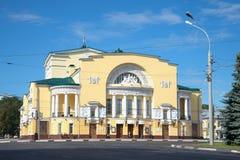 Byggnaden av teatern som namnges efter Fedor Volkov på en solig Juli dag russia yaroslavl Royaltyfri Foto