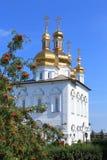 Byggnaden av Treenighetdomkyrkan i Tyumen Royaltyfri Foto