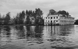 Byggnaden i vatten Royaltyfri Bild