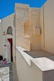 Byggnaden och faderns i Oia, Santorini, Grekland Royaltyfri Foto