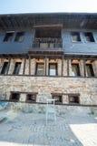 Byggnaden på stranden i den gamla bulgariska staden av Sozopol Royaltyfri Bild
