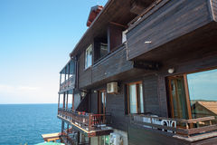 Byggnaden på stranden i den gamla bulgariska staden av Sozopol Royaltyfria Bilder