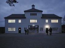 Byggnaden som föreställer den huvudsakliga ingången till barackerna f arkivfoton
