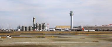 Byggnader av den Haneda flygplatsen i Tokyo Arkivbild