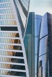 Byggnader av den moderna affärsmitten Royaltyfri Bild