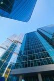 Byggnader av den moderna affärsmitten Arkivfoto