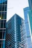 Byggnader av den moderna affärsmitten Arkivbilder