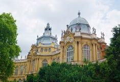 Byggnader av den Vajdahunyad slotten i Budapest, Ungern Royaltyfria Foton
