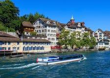 Byggnader av det historiska Schipfe området i Zurich, Schweiz Royaltyfri Bild