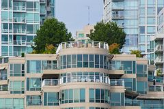 Byggnader av exponeringsglas royaltyfria bilder
